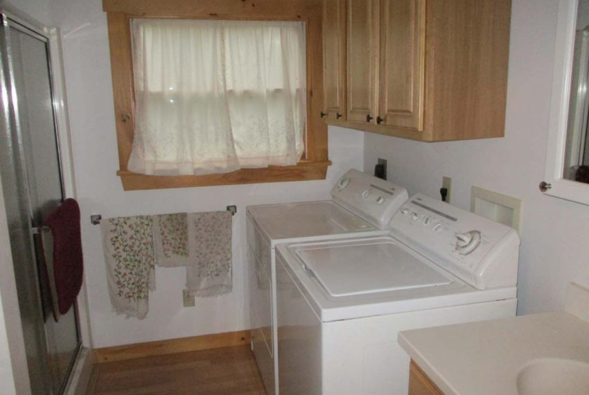 down bath with laundry area